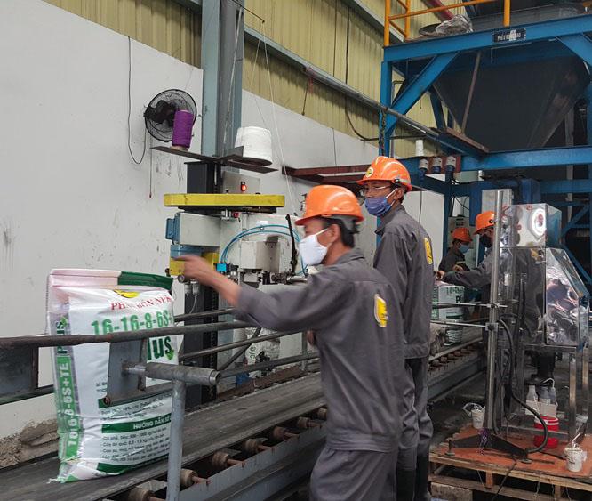 Quần áo bảo hộ lao động nhà máy